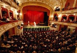Bundeskanzlerin Angela Merkel im Stadttheater Fürth